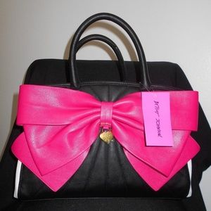 Betsey Johnson BOW SATCHEL BLACK/FUCHSIA